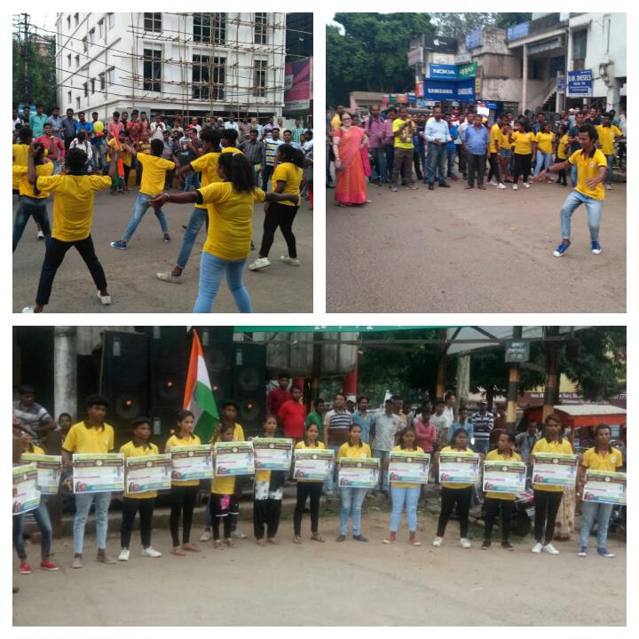 BYV Volunteers performed a flash mob at Udit Nagar, Rourkela as a part of anti-plastic campaign